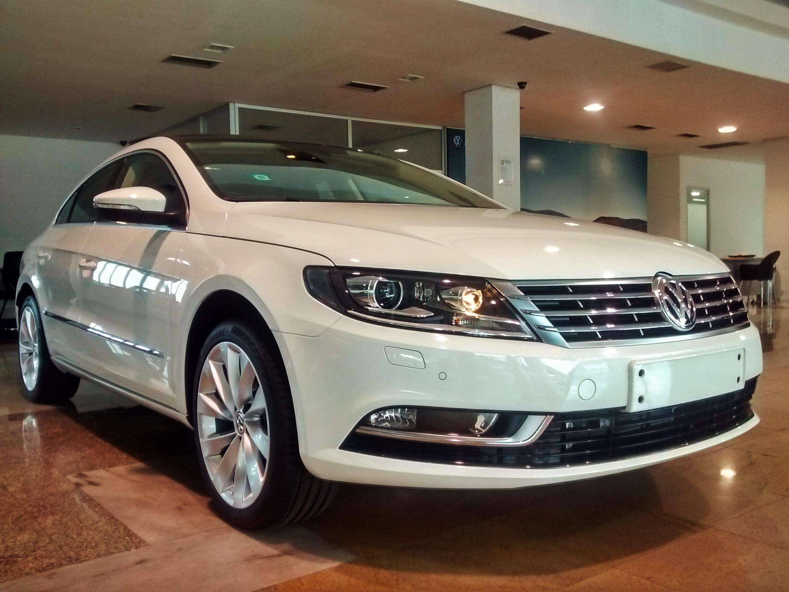 Volkswagen CC esbanja design, performance e requinte