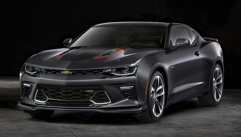 Chevrolet Camaro estreia série especial de 50 anos