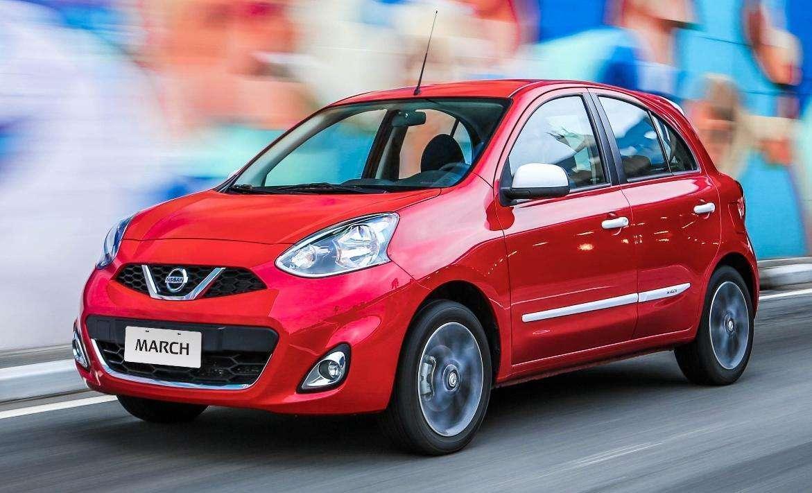 Nissan faz pré-estreia do pacote Colors para o March em seu estande na 8ª Brasil Game Show