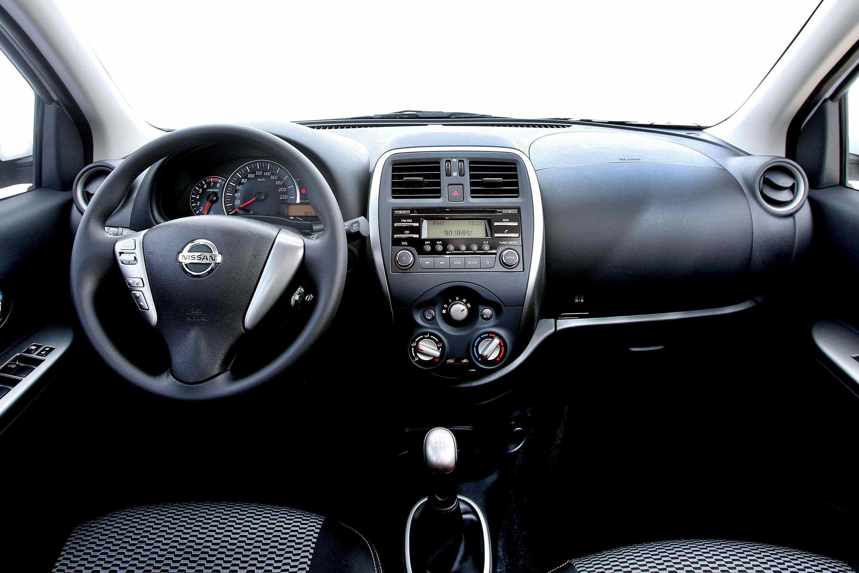 Nissan New March ganha moderno motor três cilindros de 1,0 litro.