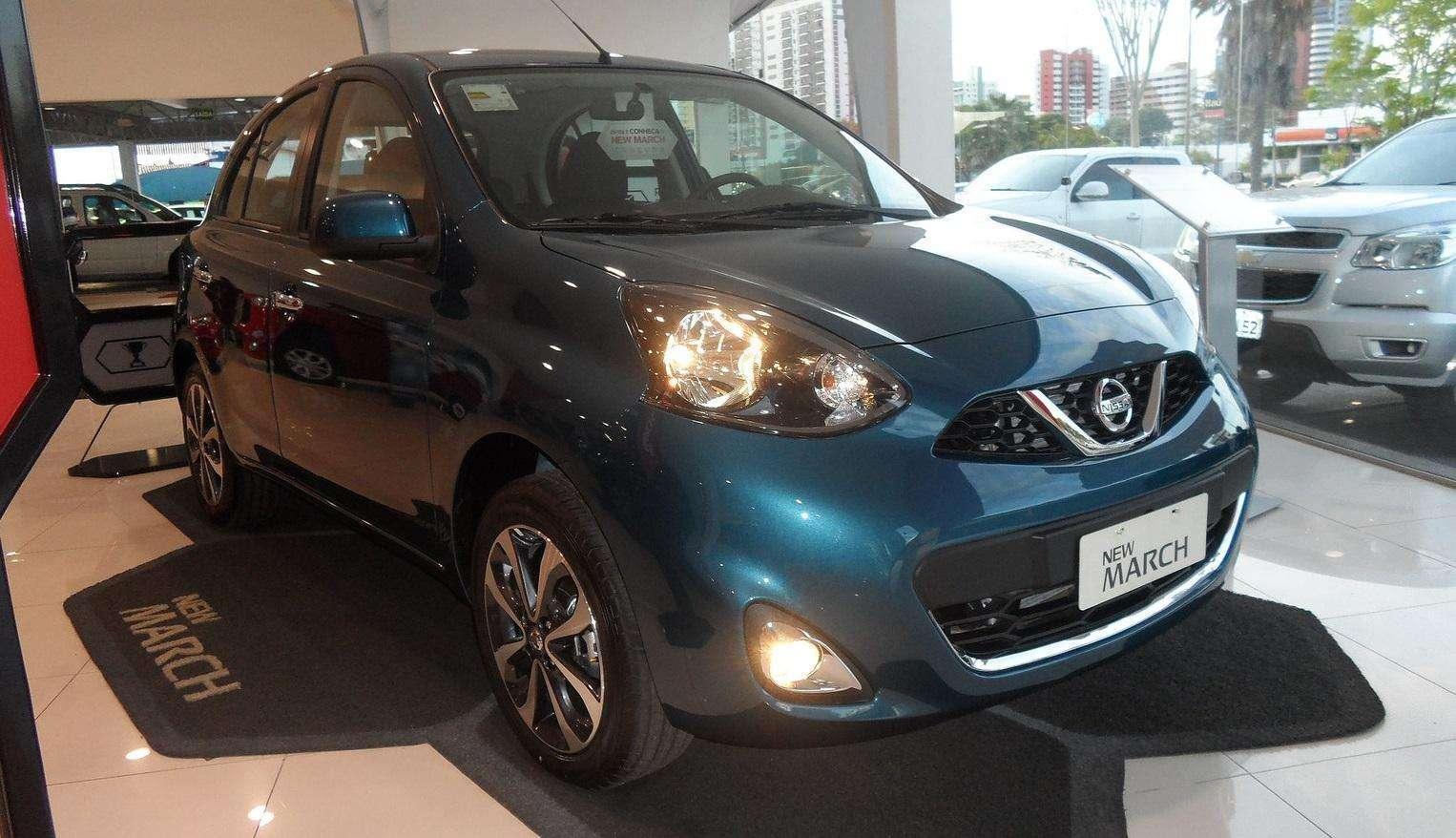 Japan Veículos oferta Nissan March completo com parcelas de R$ 499