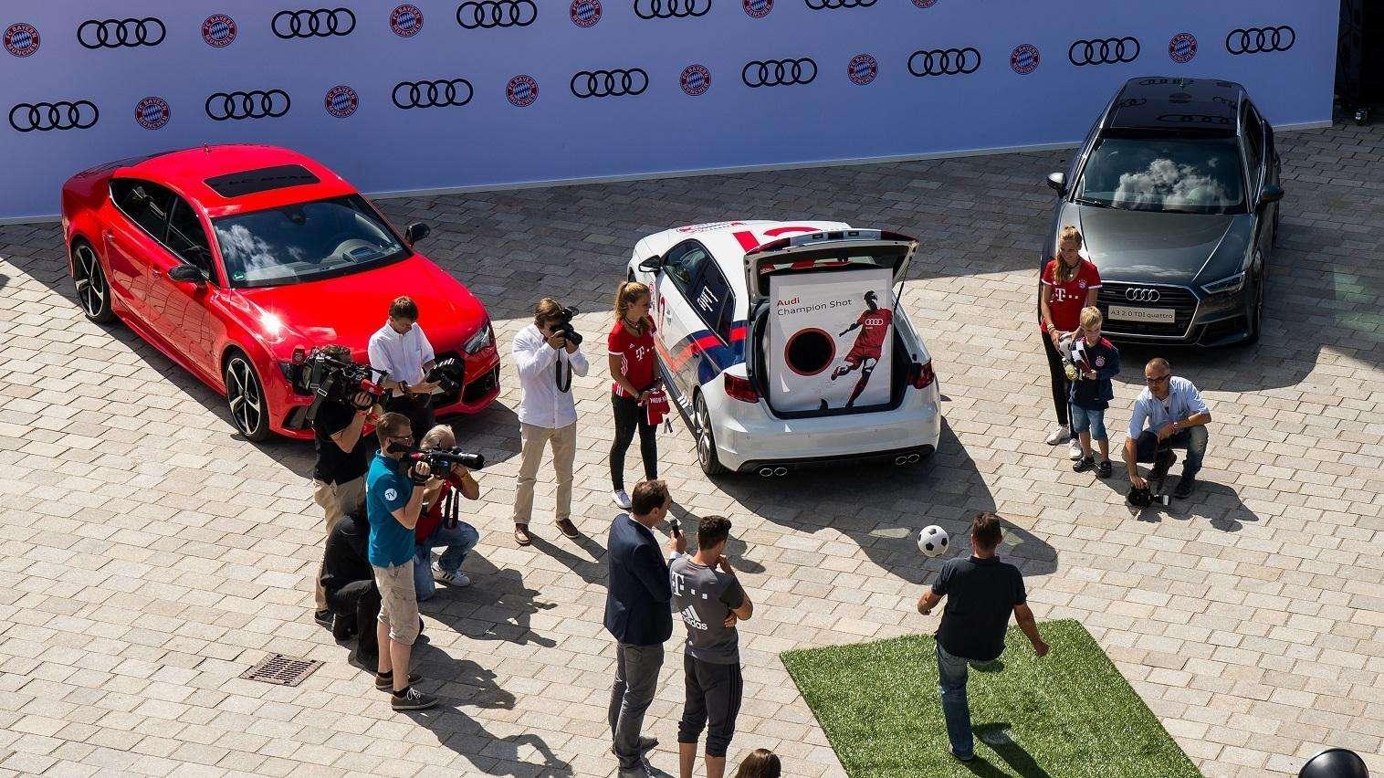 Fahrzeugübergabe bei Audi in Ingolstadt
