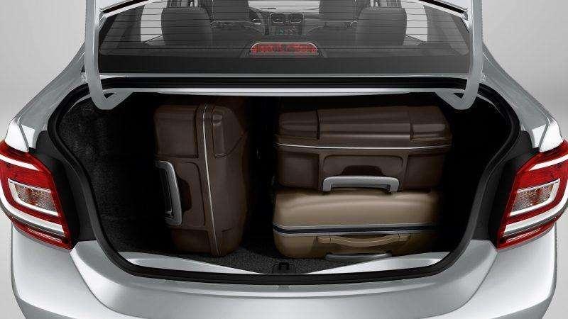 renault-logan-espaco-interno-porta-malas-510-litros.jpg.ximg.l_8_m.smart