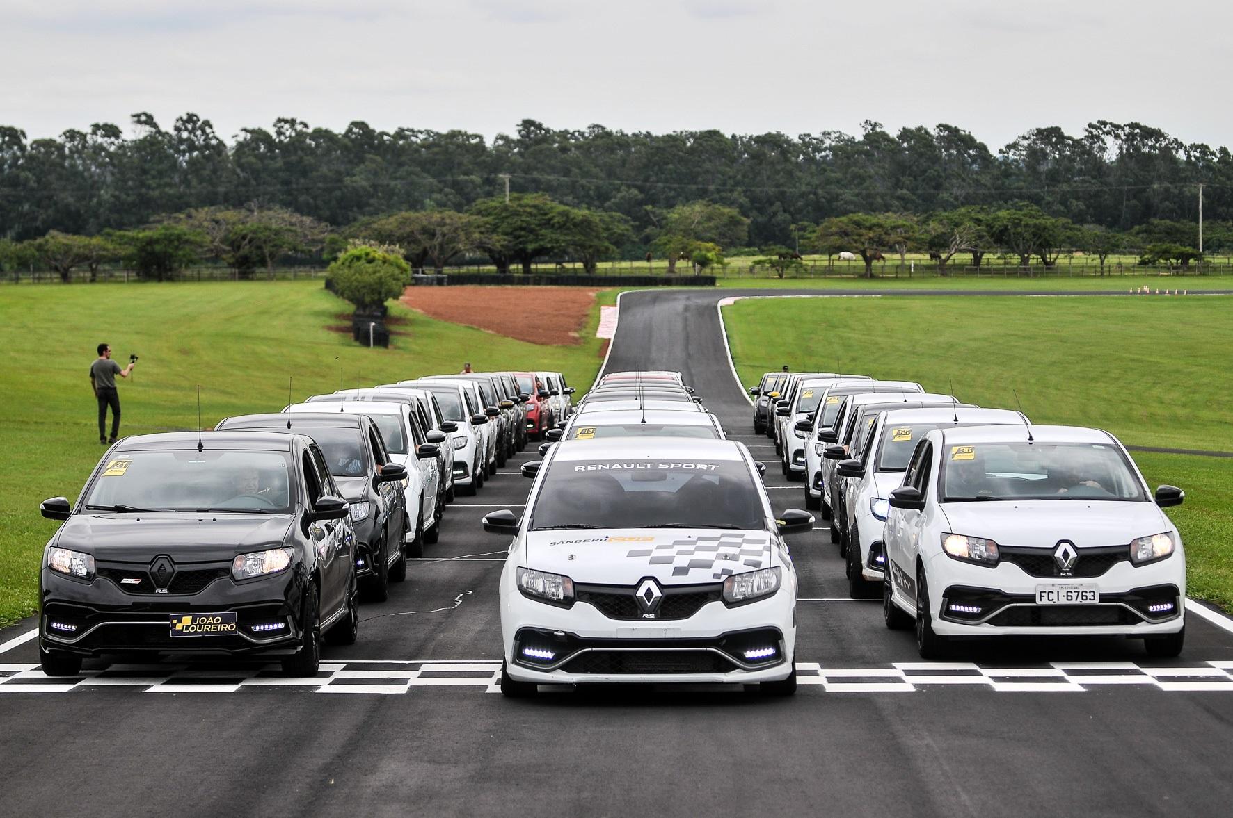 Renault Sandero R.S. Speed Experience reúne donos e fãs do hatch esportivo de 150 cavalos