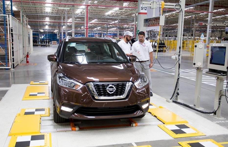 Funcionários da Nissan aprimoram habilidades para produção do Kicks no Brasil