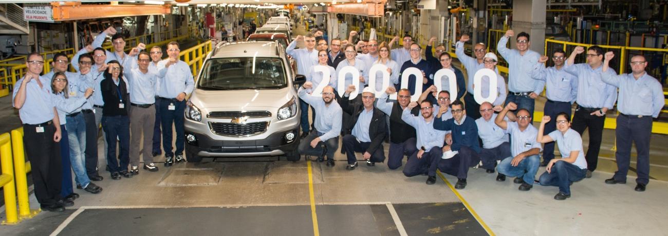 Versátil e com espaço para até 7 pessoas, Chevrolet Spin atinge 200 mil unidades produzidas