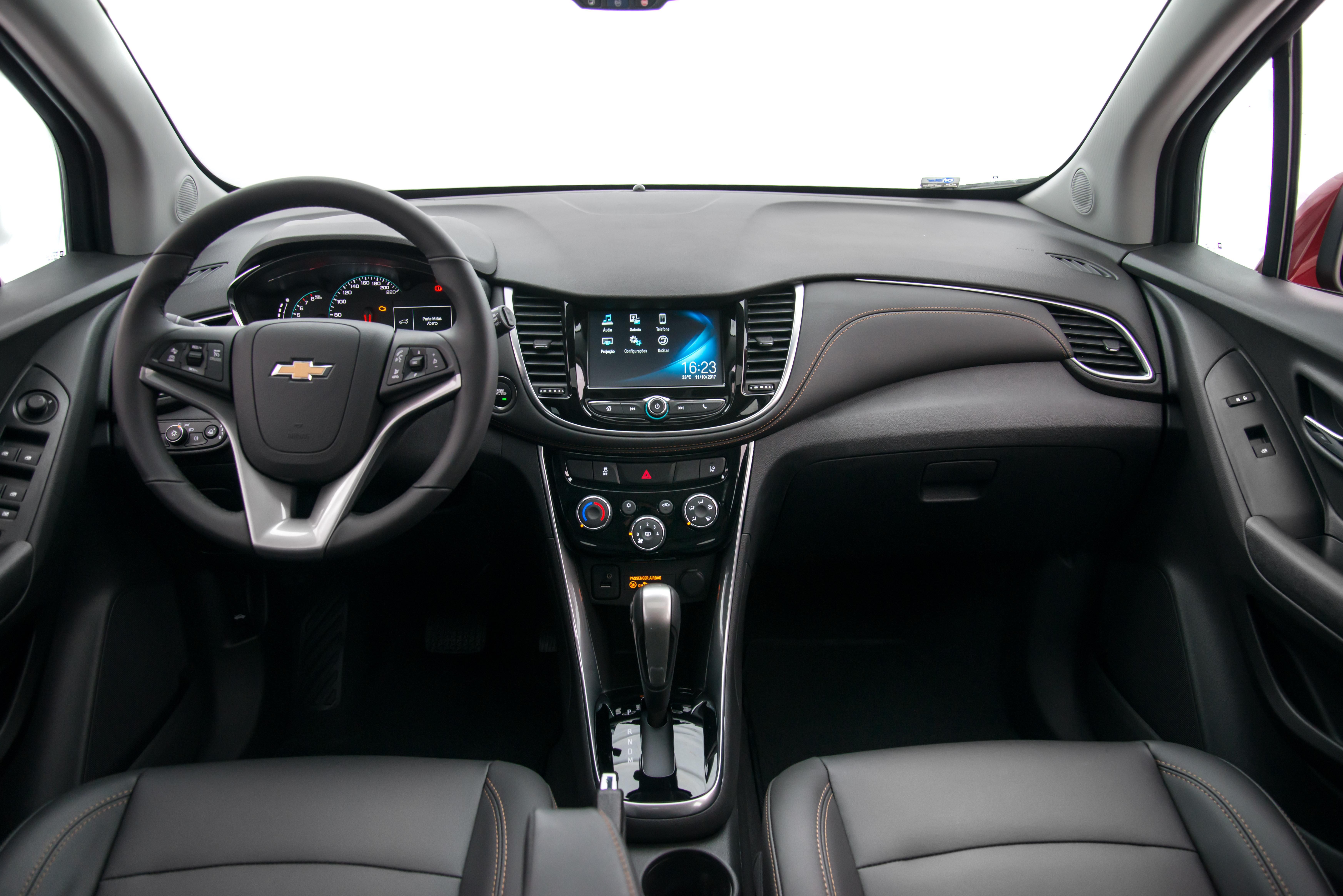 Chevrolet Tracker estreia linha 2018 com versão top ...