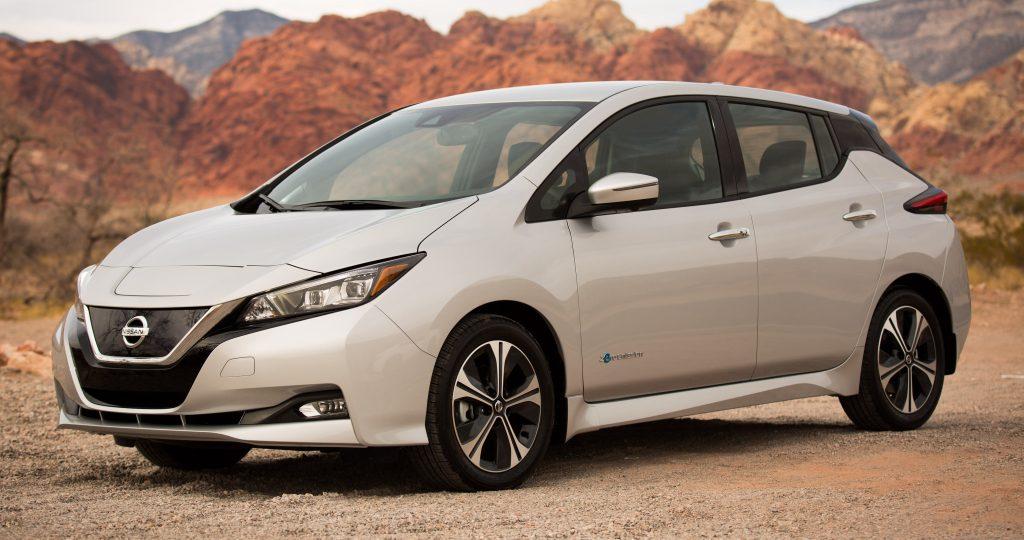 Nissan promove fórum para comemorar 100 mil unidades vendidas do Leaf, 100% elétrico