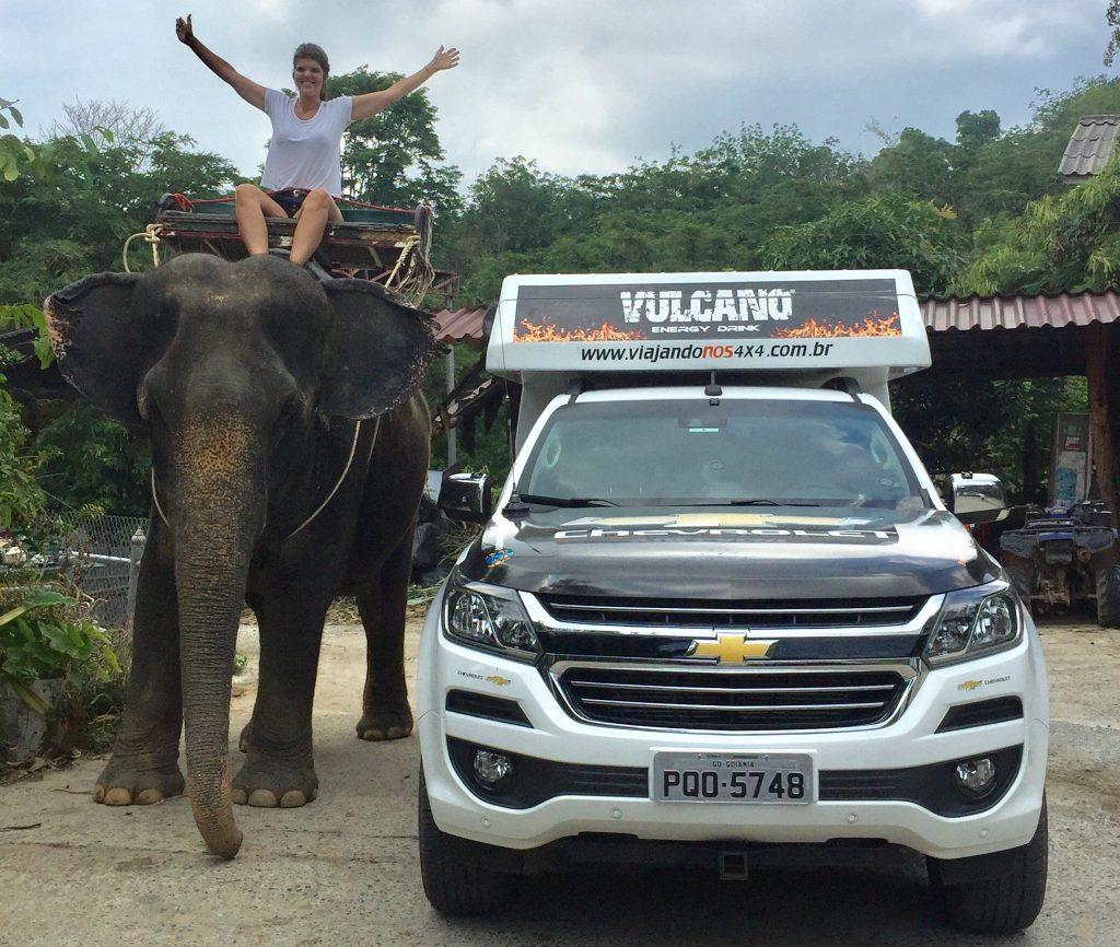 Casal de brasileiros viaja 63 mil km até a China a bordo da picape Chevrolet S10; veja fotos