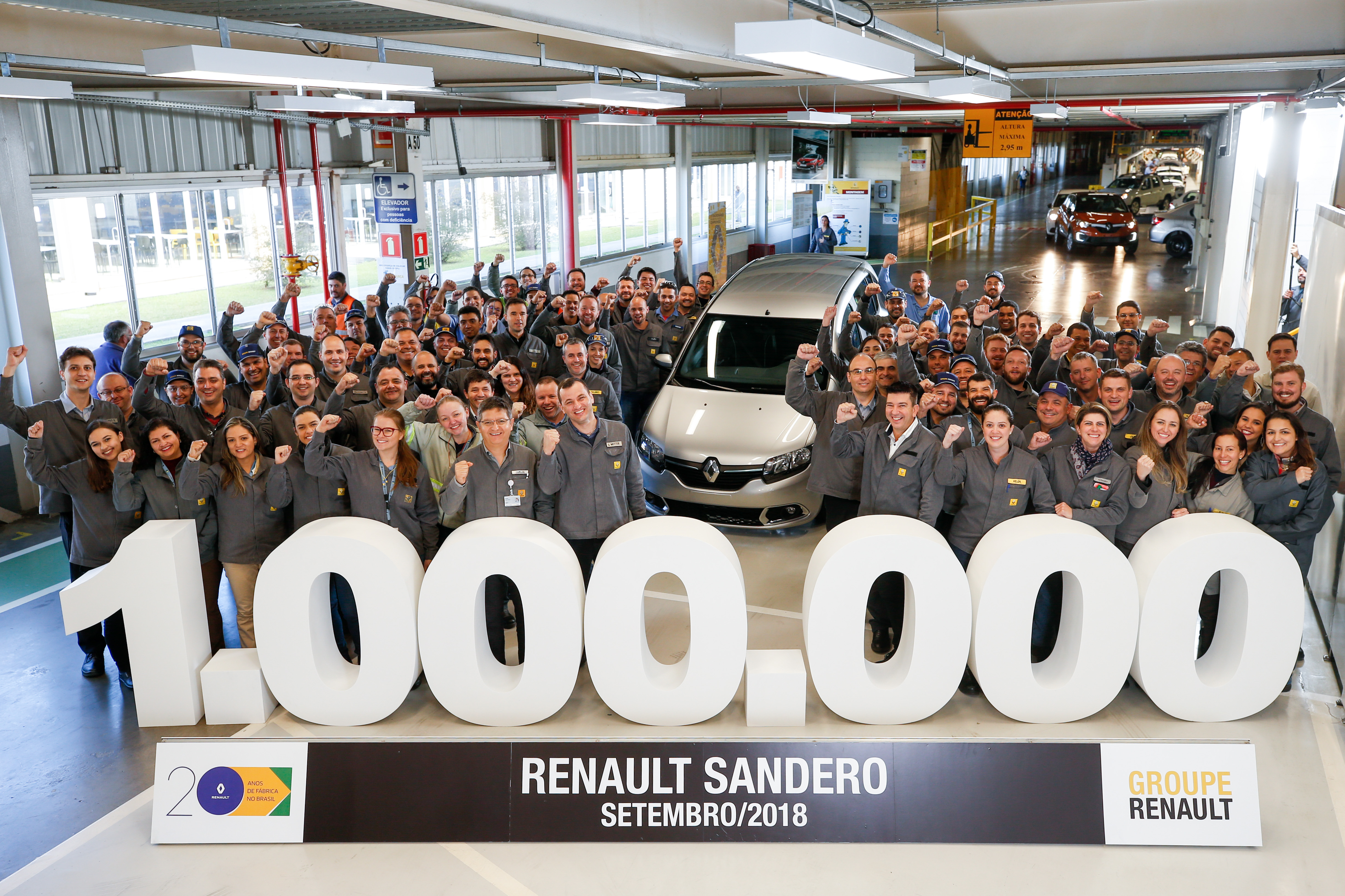Sucesso: Renault Sandero chega à marca de 1 milhão de unidades fabricadas no Brasil