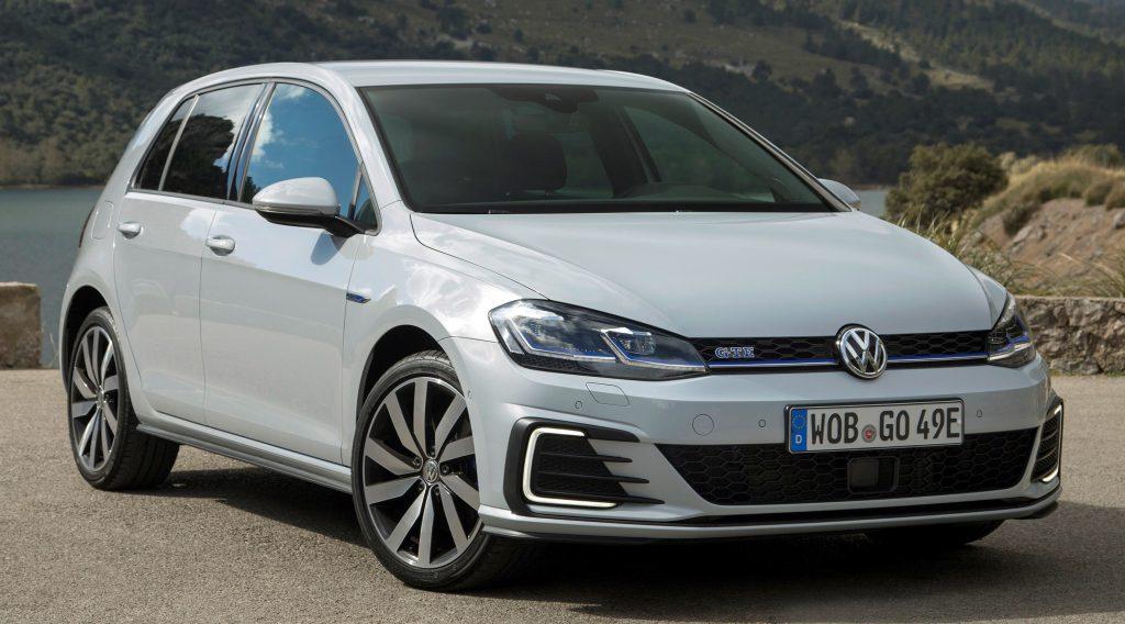 Golf GTE, esportivo recarregável na tomada, é o primeiro carro eletrificado da Volkswagen para o Brasil