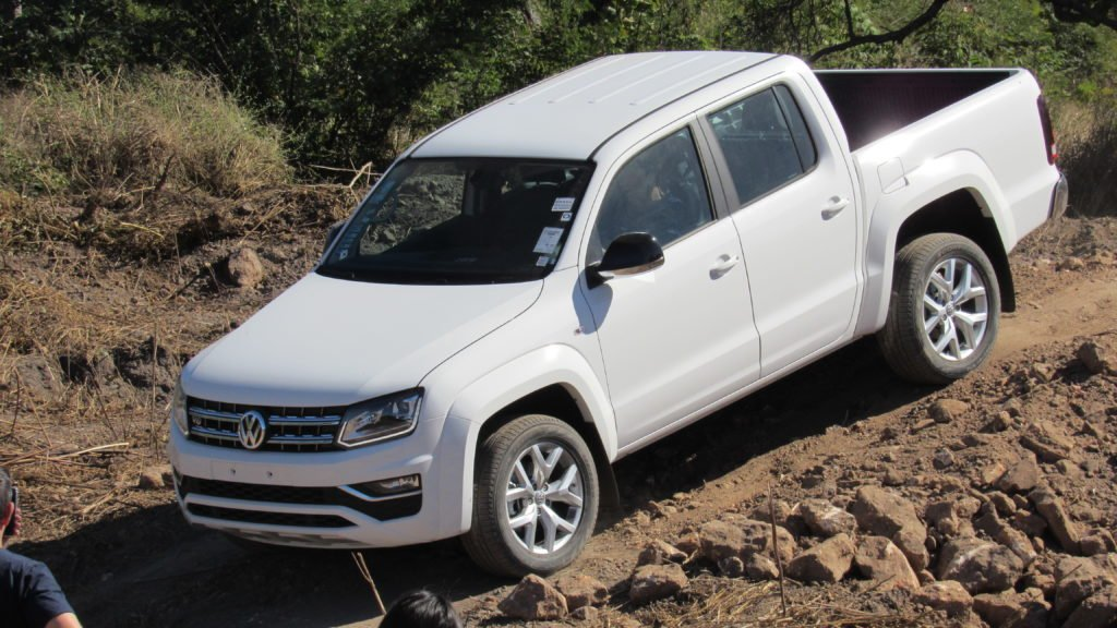 A experiência de dirigir a Volkswagen Amarok V6, de 225 cavalos, em uma pista Off-Road!