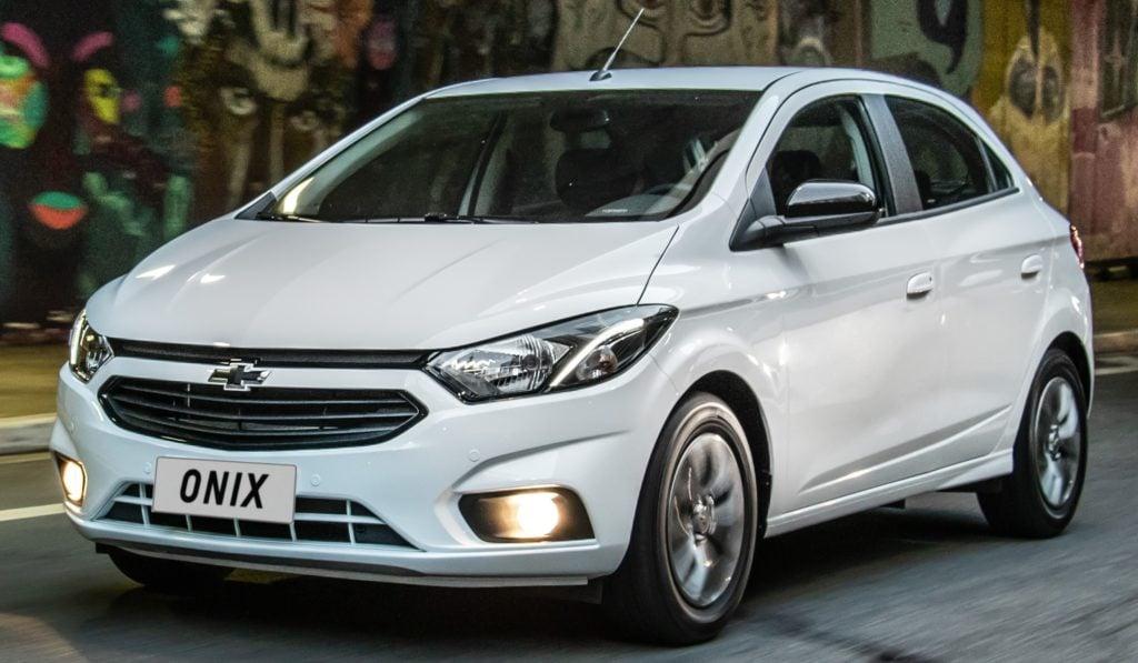 Carro mais vendido do Brasil, Chevrolet Onix Joy chega à linha 2020 com novo visual