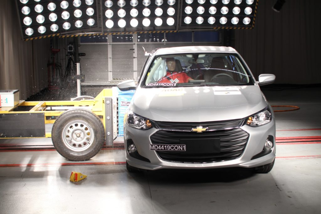 Novo Chevrolet Onix Hatch repete nota máxima em segurança do Onix Plus