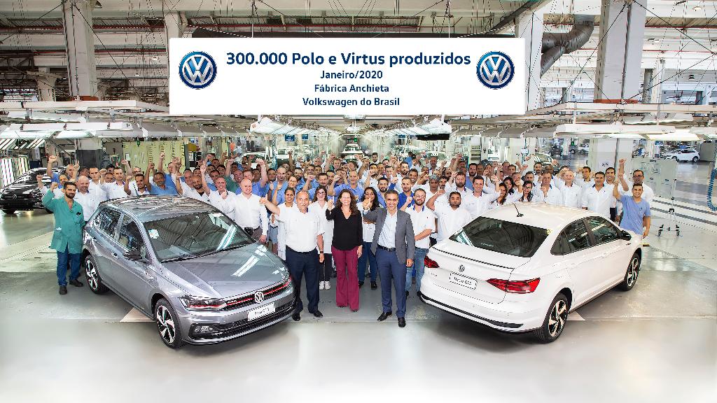 VW comemora 300 mil unidades de Polo e Virtus fabricadas no Brasil