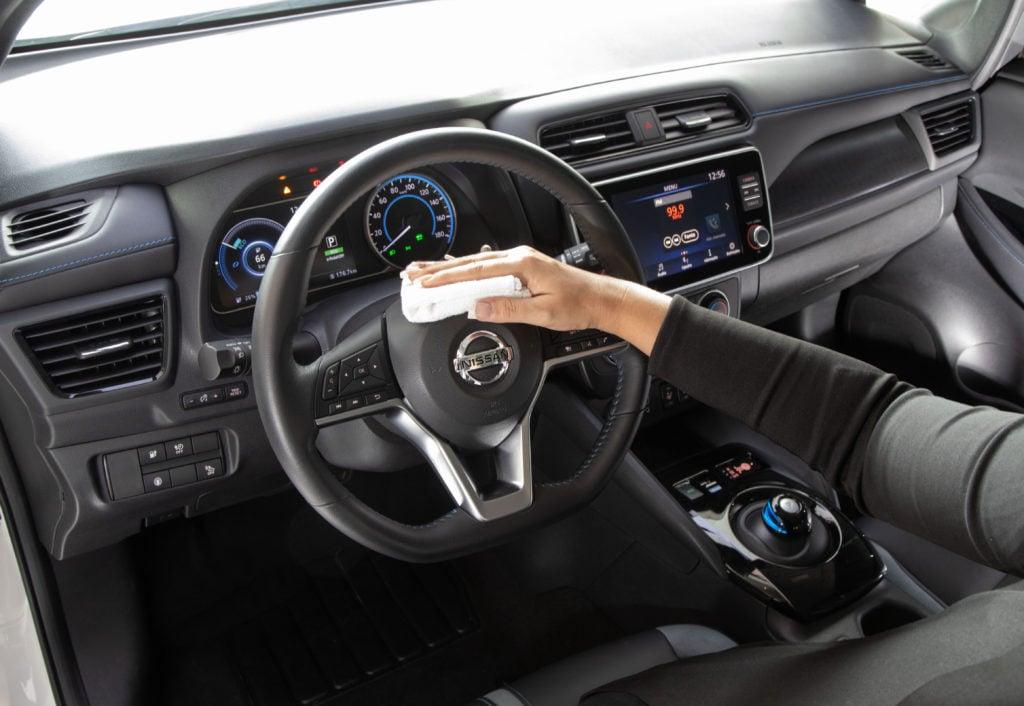 Como desinfetar o volante do carro e manter o interior limpo? Confira aqui