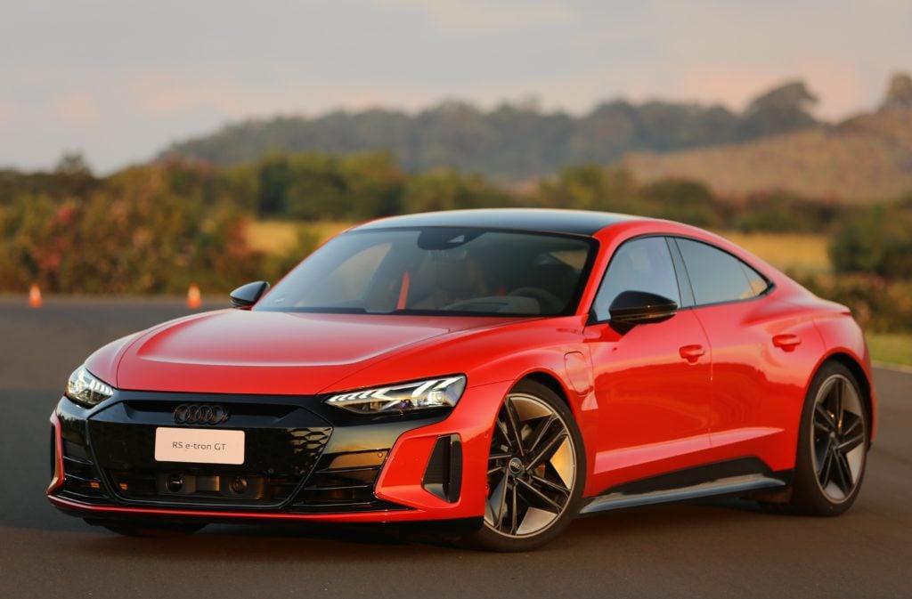 Audi RS e-tron GT: sedã elétrico impressiona pelo luxo e vai de 0 a 100 em 3,3 segundos