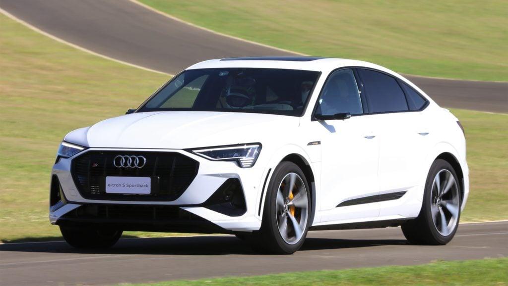 Audi e-tron S Sportback: SUV acelera forte com seus três motores elétricos